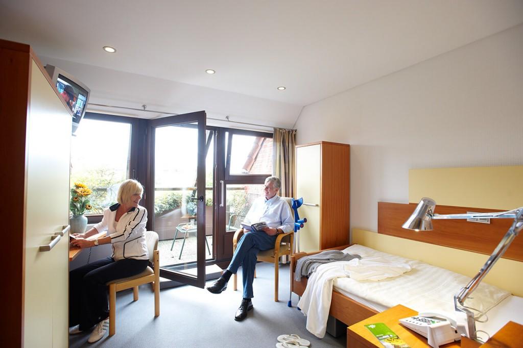 Zimmer der Klinik am Hellweg mit Gästen