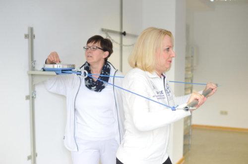 Einzelkrankengymnastik im Rahmen der Rehabilitation nach einer Schulter OP