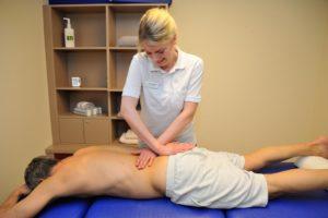 Rückenmassagen im Rahmen der Physikalischen Therapie