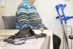 Blutdruckmessung im Rahmen der Rehabilitationspflege